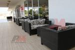 Универсален стол и маса от ратан за хотел за всесезонно използване