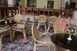 Качествена маса от естествен ратан за дома и заведението