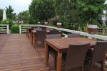 Универсален стол и маса от изкуствен ратан за всесезонно използване