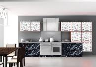 Кухня в бяло и черно с врати от МДФ фолио