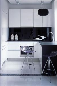 кухня черно-бял МДФ лак