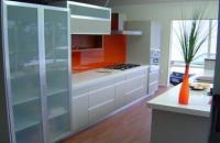 Кухня със стъклен плот White Heat