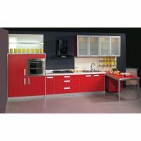 Кухня с полуколони в червено