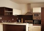 Проект на кухня с технически камък и ПДЧ мат