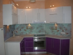 Кухня по поръчка МДФ гланц в лилаво и бяло