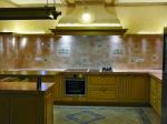 Модерно кухенско обзавеждане от масив