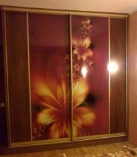 Гардероб с двеплъзгащи врати от ПДЧ и принт стъкло