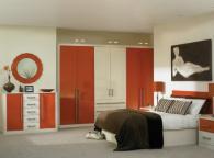 Спалня в кремаво и оранж