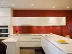 Кухня в бял МДФ гланц с осветление