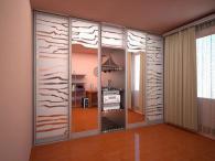 Петкрил гардероб,огледални врати.