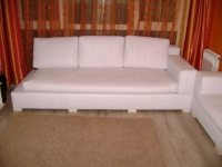 Бяла мека мебел