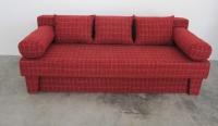 Розов диван