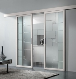 плъзгаща врата стъклена