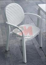 Пластмасови столове за заведения за градината