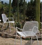 Метални столове с разнообразни размери