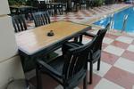 Красива пластмасова маса за лятно заведение