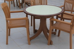 Пластмасови кафяви столове, с разнообразни размери
