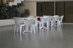 Пластмасови бели столове за лятно заведение