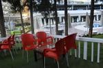 Столове червени, произведени от пластмаса, различни модели