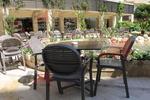Пластмасов стол за хотел, за открити пространства