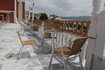 Евтини метални столове за поставяне в заведението и градината
