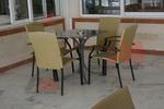 Стол,произведен от метал за кафене с различен вид седалка