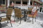 Устойчиви градински метални столове