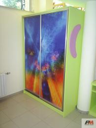 Гардероб за детска стая с принт стъкло
