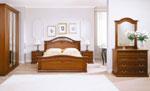 Спалня по поръчка в класическо кафяво с дърворезба на рамката