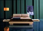 Спалня с дървена конструкция и мека табла от възглавници