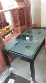 изработка на стъклена маса