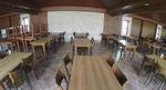 Изработване на дървена маса за заведения
