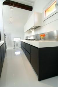 Бяла дизайнерска подова настилка