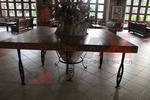 Универсален маса от ковано желязо за вътрешно и външно използване