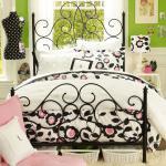Легло с високи табли от ковано желязо