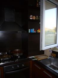 Кухня в черно от МДФ, ест. фурнир, зебрано
