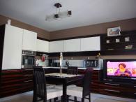 Качествени кухненски мебели от MDF естествен фурнир и дъб