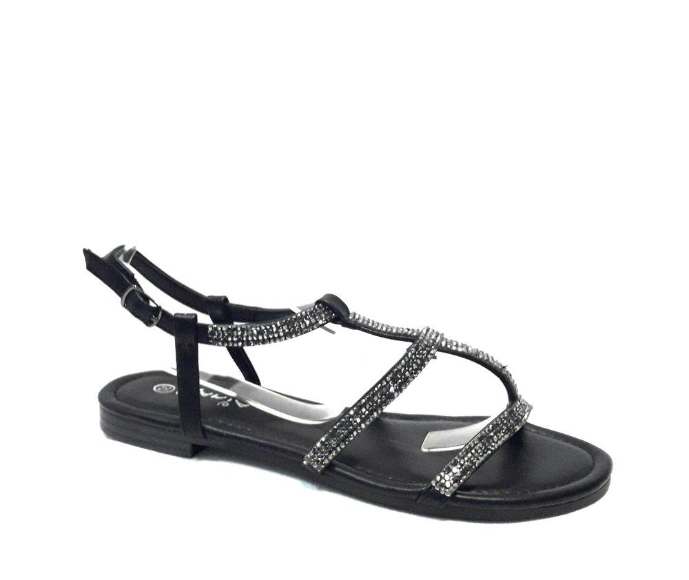 Кожени дамски сандали с камъчета в черно.