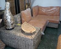 Ъглова гарнитура от ратан с възглавници и маса