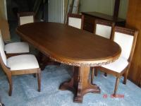 Масивна маса с дърворезба
