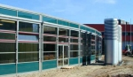 окачени стъклени фасади