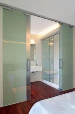 Проекти и изработка по поръчка на интериорни врати от стъкло