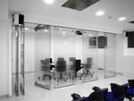 изработка на стъклена интериорна стена