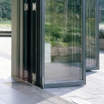 сгъваема врата от стъкло