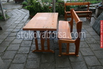 битова маса с една пейка за механа или кръчма