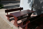 изработка на битова дървена маса с две пейки