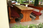 по поръчка битова маса с дървени пейки