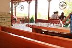 изработка на битова маса с дървени пейки по поръчка