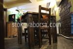 фирма за битови маси с един дървен стол