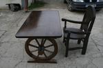 изработка на битова дървена маса с един дървен стол